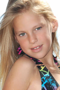 Face of Extreme Models 15 to 17 years 2009 : Helena